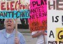 Religiöse Gruppe demonstriert gegen Dante's Inferno