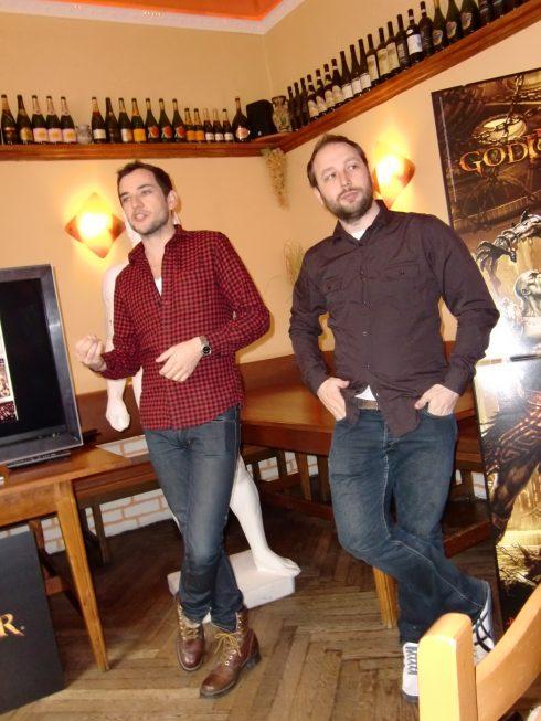 """Wir trafen die beiden """"God of War III""""-Entwickler in einem griechischem Lokal in München."""