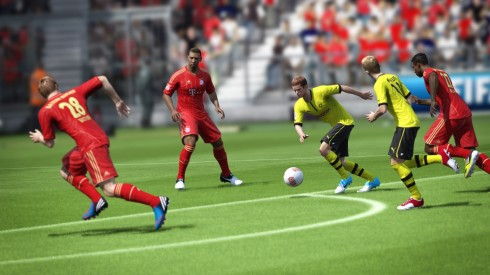 fifa13_ps3_bender_dribble_through_defense