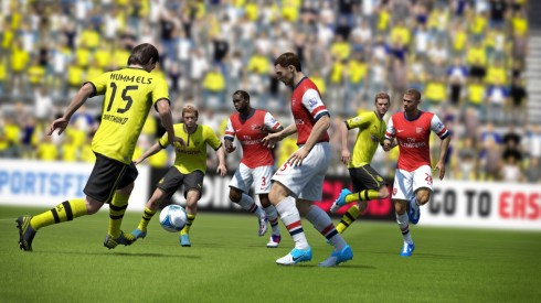 fifa13_ps3_hummels_pass_through_edit