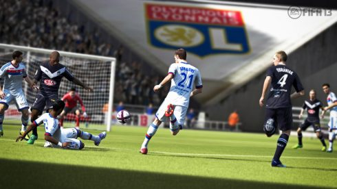 fifa13_x360_bastos_tackle_clear_loc_wm