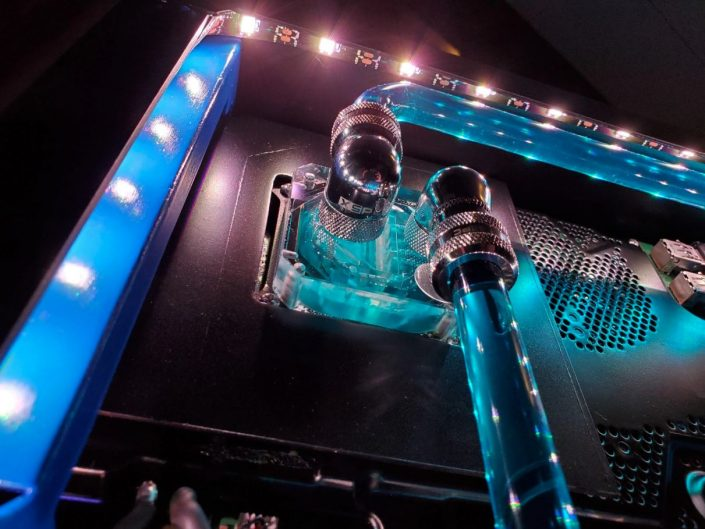 """PS4 Pro: Konsole zu laut? Eine Wasserkühlung macht sie """"ziemlich leise"""""""